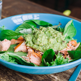Guacamole, salmon & veggies