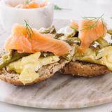 Smoked salmon, asparagus & feta scramble
